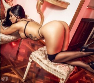 Yannique live escort in Normanton, UK