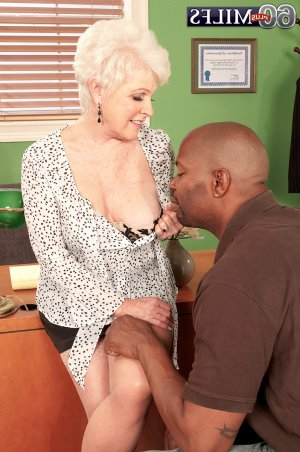 Ly-lou mature happy ending massage Meadow Woods